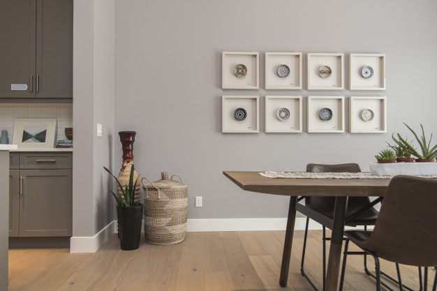los mejores consejos para decorar con cuadros un salón comedor